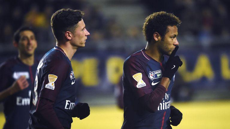 Superstar Neymar trifft per Elfmeter zum 1:0 für Paris.