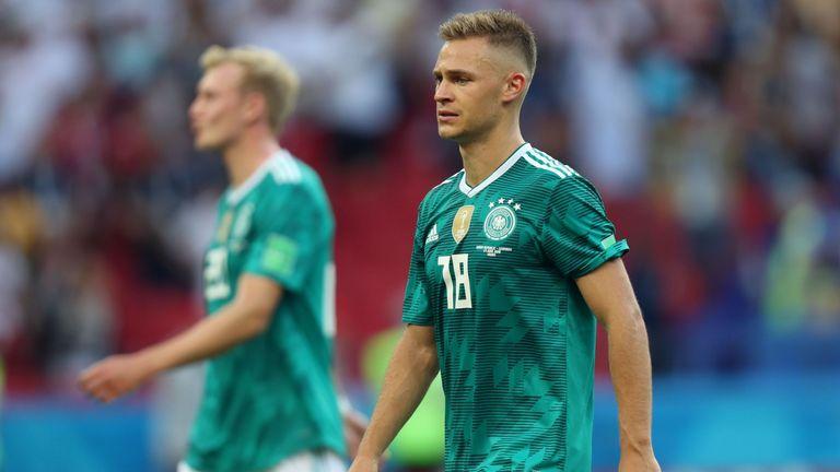 Die Enttäuschung ist Joshua Kimmich nach dem WM-Aus deutlich anzumerken. Er hat jetzt aber bis zum 25. Juli Zeit, sich vom Misserfolg freizumachen. Dann geht es für ihn nämlich wieder beim FC Bayern München mit der Vorbereitung weiter.