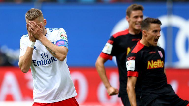 Aaron Hunts schwacher Elfer war bezeichnend für das desaströse Auftreten des HSV gegen Regensburg.