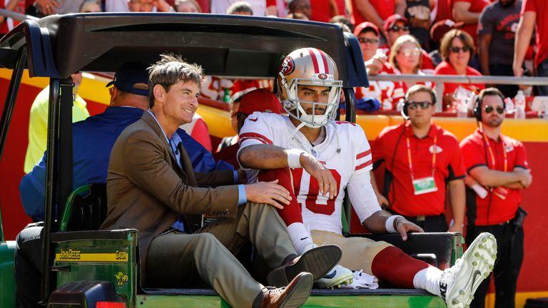 49ers-Quarterback Jimmy Garoppolo (r.) erleidet gegen die Kansas City Chiefs einen Kreuzbandriss und fällt damit für die restliche Saison aus.