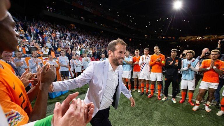 Die Niederländer feiern ihren Helden Rafael van der Vaart.