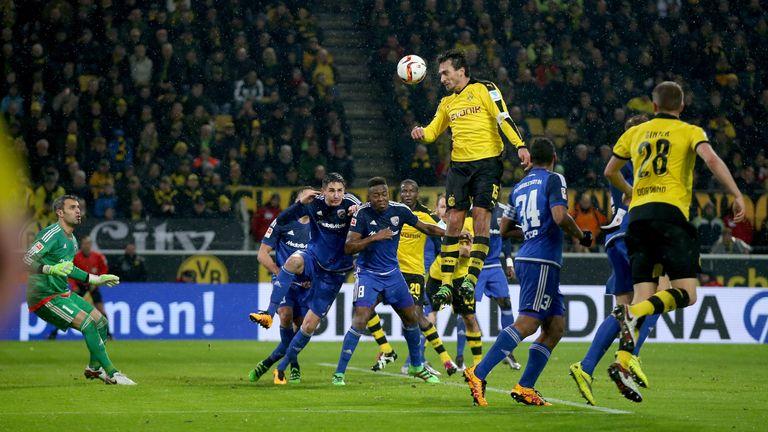 Mats Hummels steht in der Luft. 25 Tore erzielte der Innenverteidiger für den BVB, 14 davon mit dem Kopf.