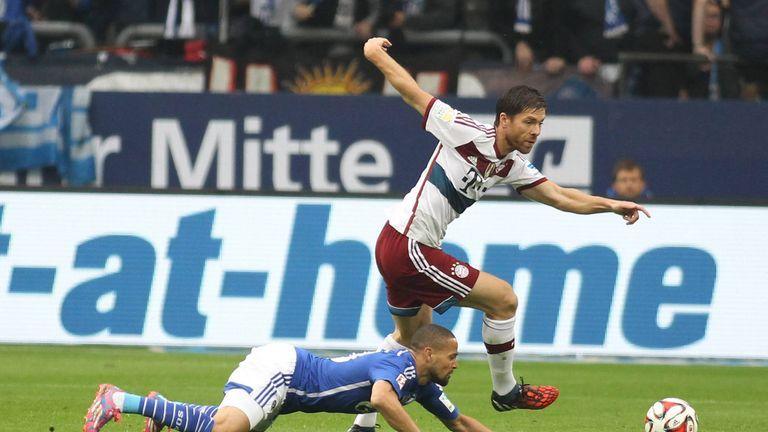 Xabi Alonso: Der Spanier stellte bei seinem Startelf-Debüt gleich einen Rekord auf. Gegen Schalke wies der Stratege nach 90 Minuten 216 Ballaktionen auf - damaliger Rekord im deutschen Oberhaus.