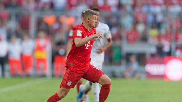 Na, wer hätte das gedacht? Hierbei handelt sich um Bayern-Spieler Mickael Cuisance.