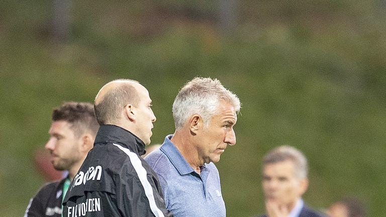 Jan Schlaudraff (l.) im Gespräch mit Mirko Slomka.