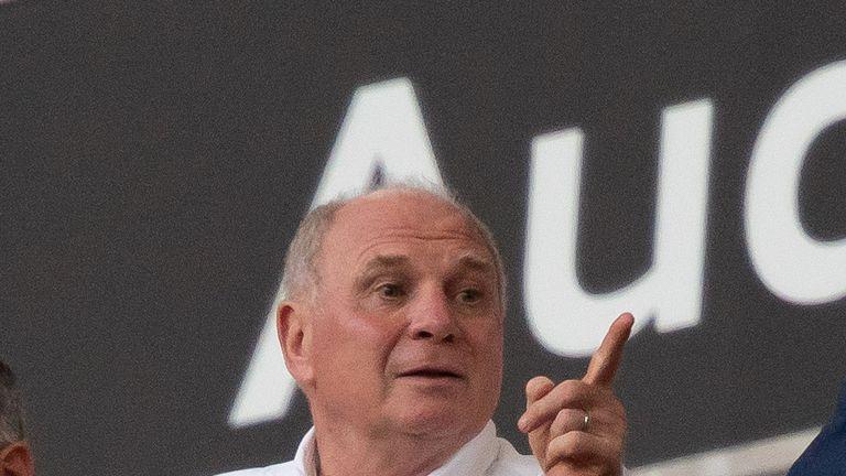 Uli Hoeneß hat sich deutlich zum Thema DFB-Tor geäußert und dabei zu einem Rundumschlag ausgeholt.