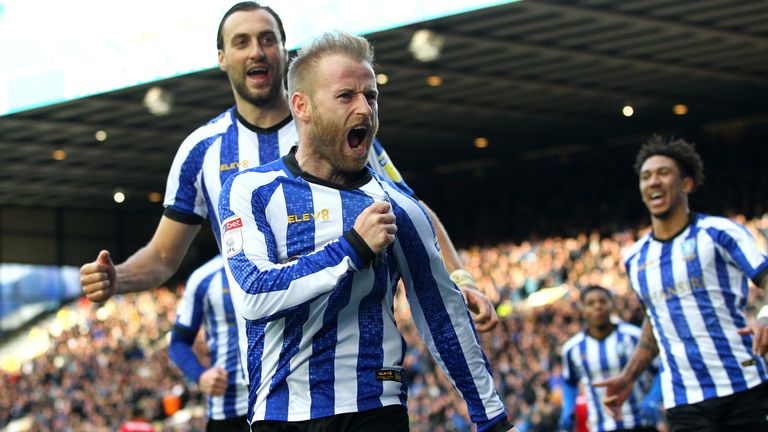 Barry Bannan (vorne) von Sheffield Wednesday jubelt im heimischen Hillsborough.