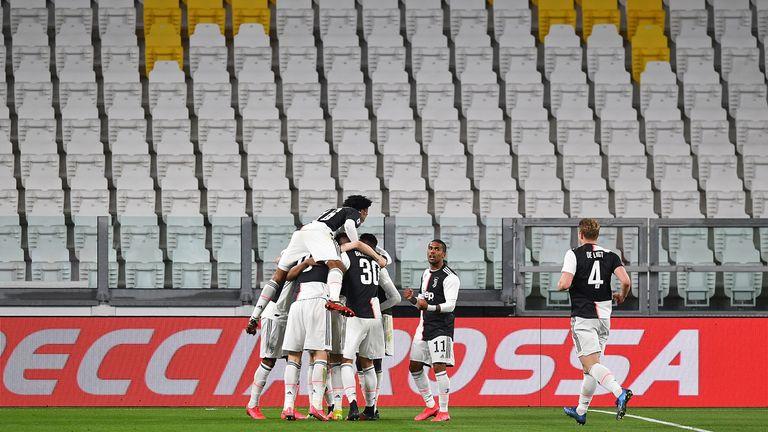 Jubel vor leeren Rängen: Wegen des Cornavirus musste das Top-Spiel in der Serie A unter Zuschauer-Ausschluss stattfinden.