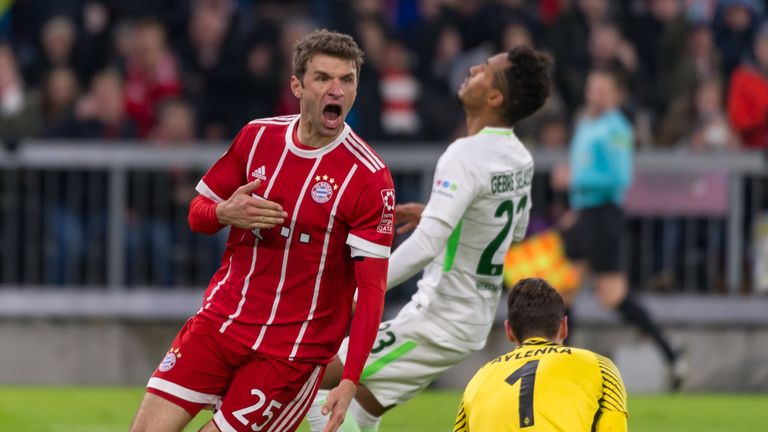 100. Bundesliga-Treffer: Im Januar 2018 war es so weit - Müller (l.) erzielte zwei Tore beim Heimsieg gegen Werder Bremen (4:2). Diese historische Marke erreichten sonst nur Gerd Müller, Karl-Heinz Rummenigge, Roland Wohlfarth und Dieter Hoeneß.