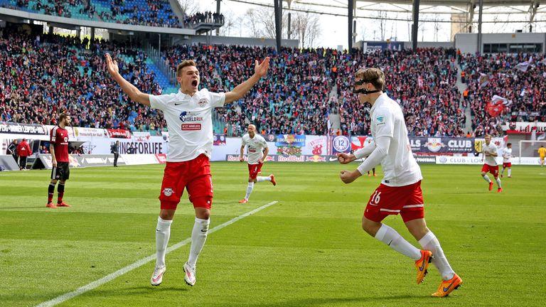 RB Leipzig, Platz 1: Nummern 17 und 20 (8-mal) – Joshua Kimmich trug die Nummer 17 bei den Bullen, bevor er zum FC Bayern wechselte. Aktuell läuft Lazar Samardzic mit der 20 auf.