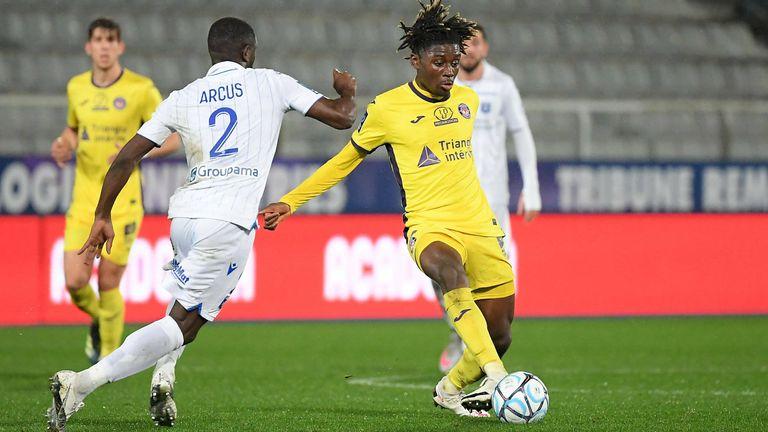 Eberl plant jetzt auch schon wieder eifrig für die Zukunft: Im Winter holte Gladbach mit Kouadio Kone eines der größten Mittelfeld-Talente in Frankreich. Der 19-Jährige kostet neun Millionen Euro.