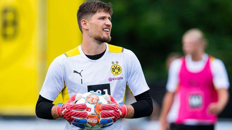 GREGOR KOBEL: Wechselt für 15 Millionen Euro vom VfB Stuttgart zu Borussia Dortmund.